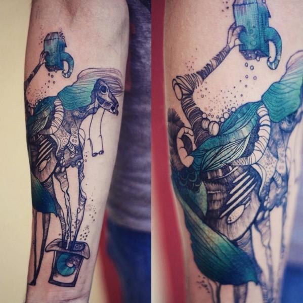 Colorato stile psichedelico a linee colorate dipinto dal tatuaggio di Joanna Swirska