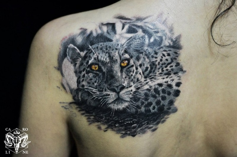 Colored natural looking scapular tattoo of gorgeous leopard