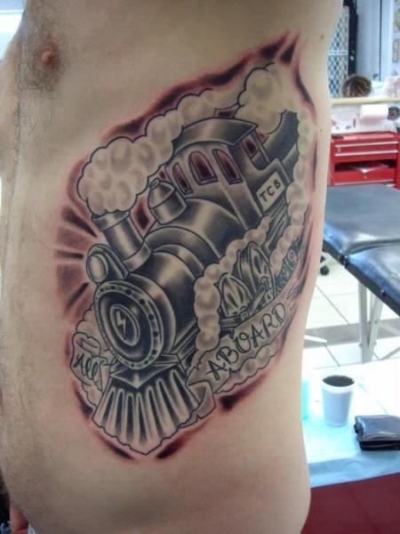 Tatuaggio laterale colorato in stile vecchia scuola del treno a vapore con scritte