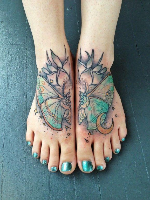colorato farfalla tatuaggio sui piedi da Mike Moses
