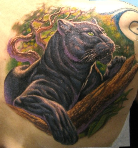 Tatuaggio 3D realistico sulla spalla la pantera sul ramo