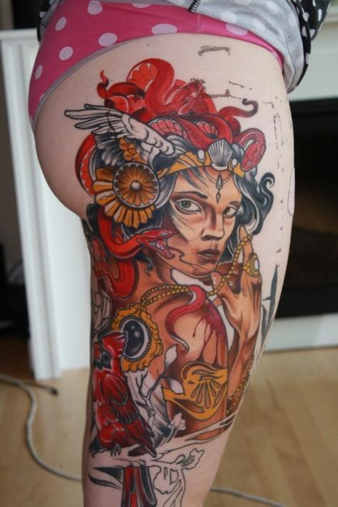 colorato ritratto con bellezze esotiche tatuaggio sulla coscia per femmine