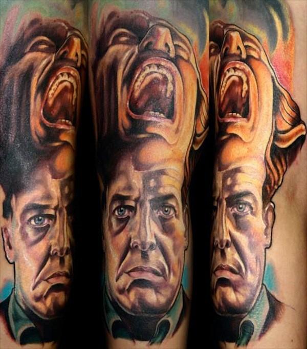 colorato film orrore cime gemelli tatuaggio sul braccio