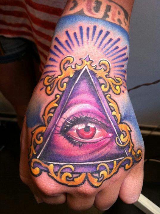 colorato terzo uomo luminoso tatuaggio su mano da Fabian Gaillande