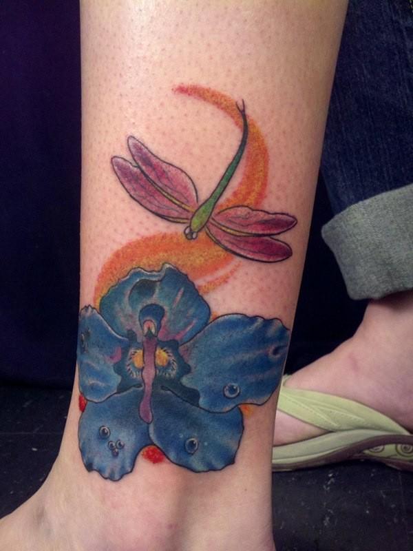 Farbige und blaue Blume Libelle-Tätowierung