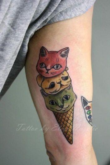 gattini colorati in forma di gelato tatuaggio sul braccio da Elize - Nazeli
