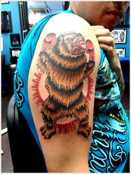 Tatuaggio colorato sul deltoide l&quotorso coma la tigre