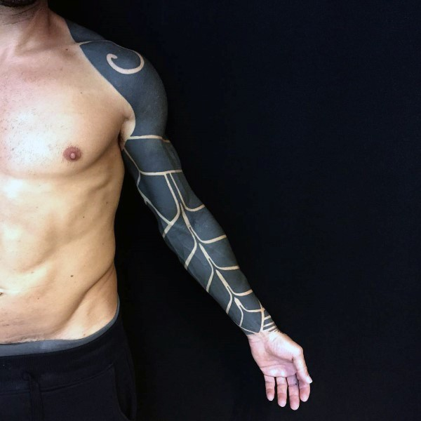 Cool big lack ink armor like tattoo on sleeve and shoulder