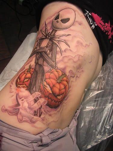 fresco disegno e dipinto colorato cartone animato mostro tatuaggio su lato