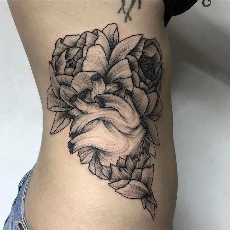 Tatuaje Negro Blanco En El Costado Coraz 243 N Entre Flores border=