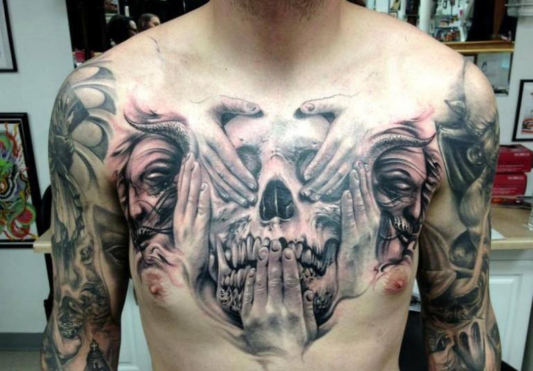 fresca idea su cranio tatuaggio sul petto di uomo