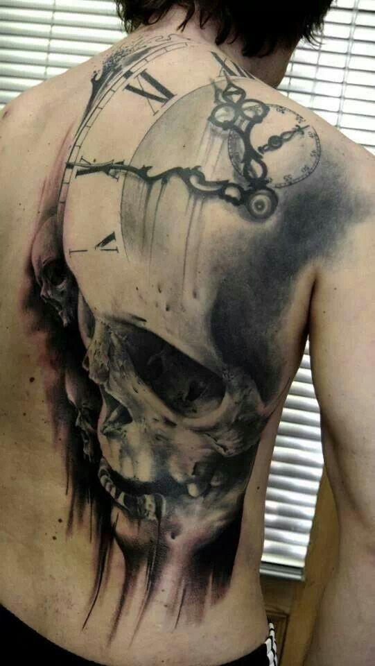 fresco massiccio disegno mistico cranio con orologio antico tatuaggio su pieno di schiena