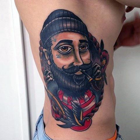 divertente dipinto ritratto  marinaio fumando tatuaggio su lato