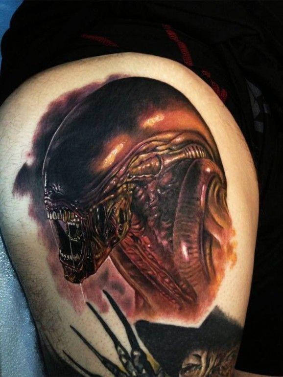 fresco realistico xenomorph predatore tatuaggio