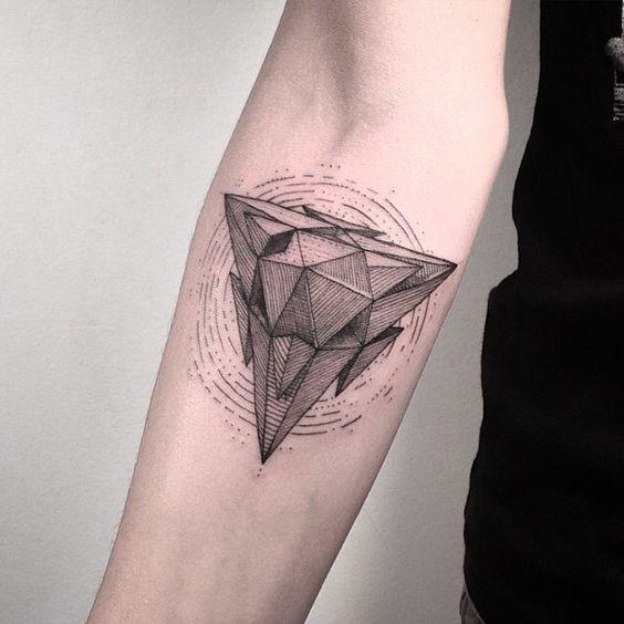 Tatuaggio per avambraccio stile lineart creativo di ornamento interessante