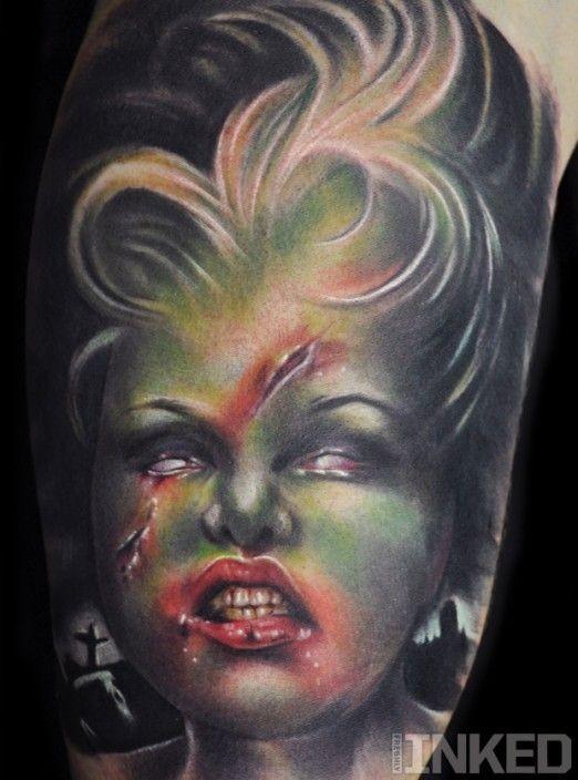 raccapricciante cartone animato colorato cattiva donna zombie tatuaggio su braccio