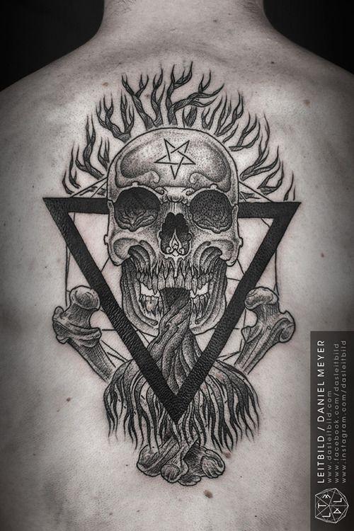 stilizzato culto raccapriciante disegno tatuaggio su schiena