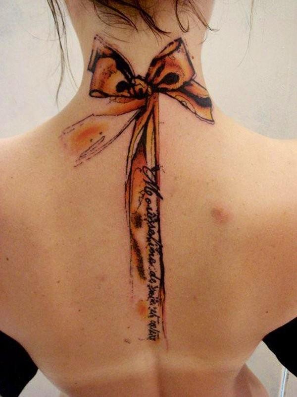 carino 3D fiocco colorato con lettere tatuaggio su nuca e schiena