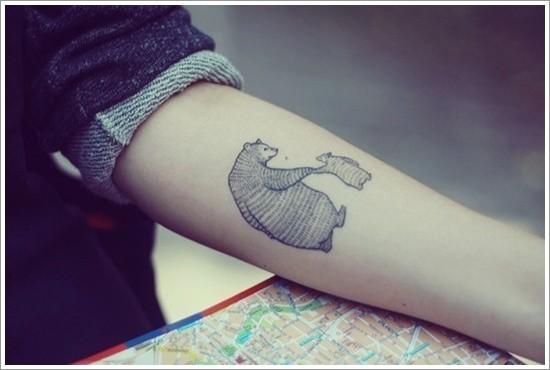 bel orso con cucciolo avambraccio tatuaggio