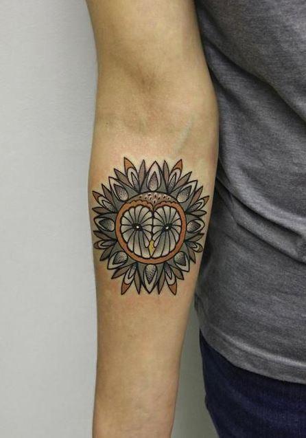 carina colorato gufo mandala avambraccio tatuaggio da Alice Cheked