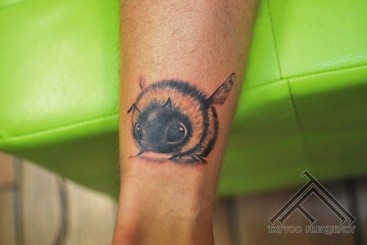 Cute small leg tattoo of beautiful bee