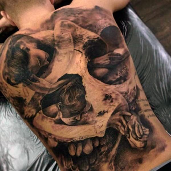 drammatico disegno nero e bianco donna con cranio tatuaggio pieno di schiena