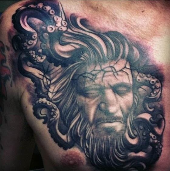 drammatico stile dipinto inchiostro nero ritratto uomo con polipo nautica tatuaggio su petto