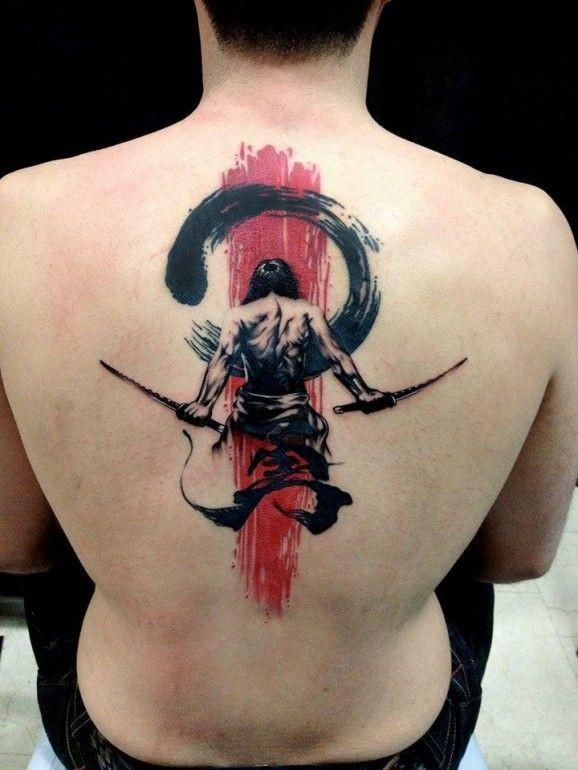 elegante grande rosso nero samurai grafico tatuaggio sulla schiena