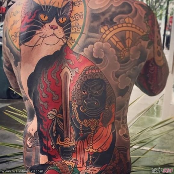 Enormous Asian style painted by horitomo Manmon cat tattoo on whole back