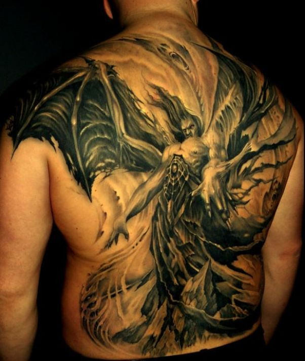 4848f46474d78 Fearful demon with great wings tattoo on back - Tattooimages.biz