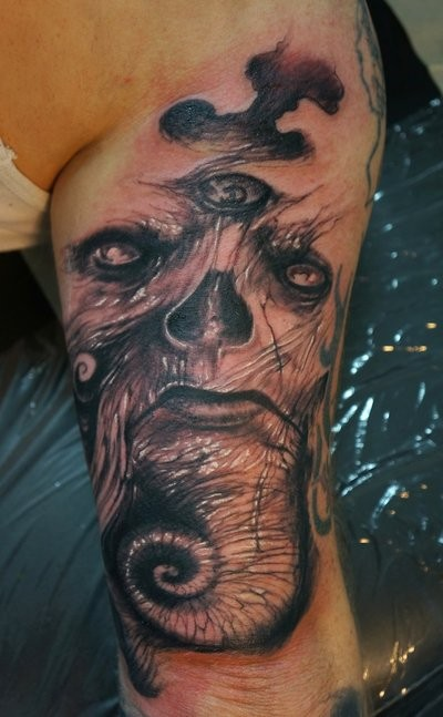 Freestyle monster tattoo by graynd