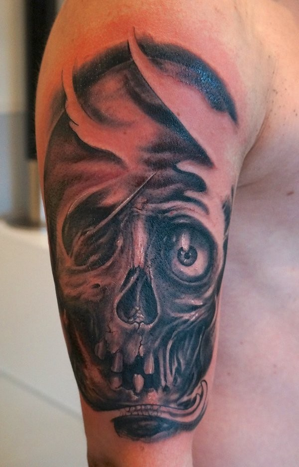 Tatuaggio grande sul braccio il teschio
