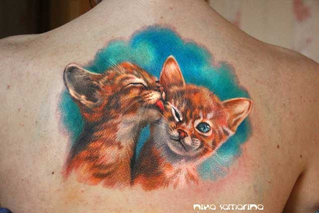 Funny 3D lifelike colored picture pair of ginger cats naturally colored upper back tattoo