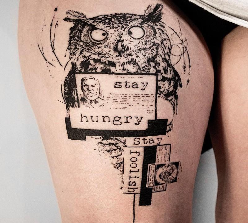 Lustiges kreatives Tattentattoo der schwarzen Tinte der Eule mit menschlichem Porträt und Beschriftung