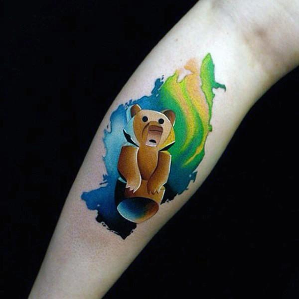 Tatuaje en la pierna, oso pardo bonito de dibujos animados