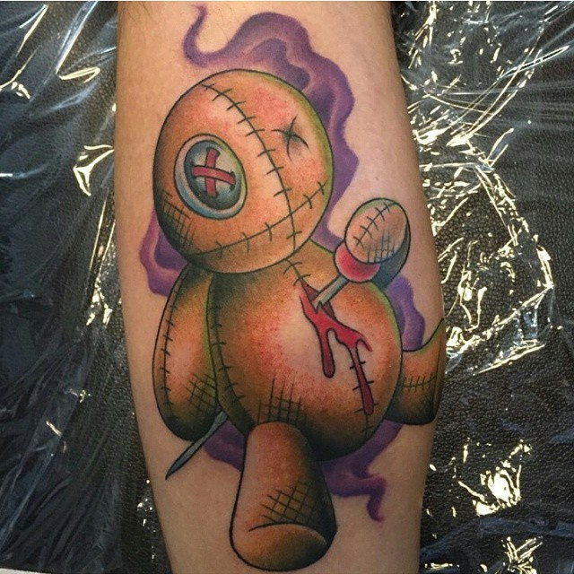 Gorgeous multicolored old school bloody voodoo doll tattoo on leg