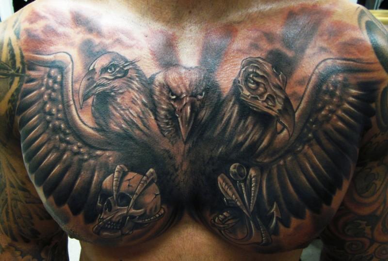 Tatuaggio pittoresco sul petto l&quotaquila grande
