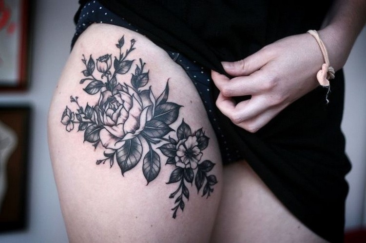 Great blak-and-white flower tattoo on thigh