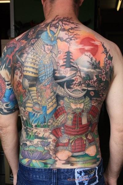 Tatuaggio enorme sulla schiena i samurai giapponese