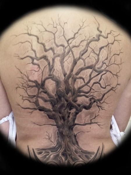 Great realistic tree tattoo on back