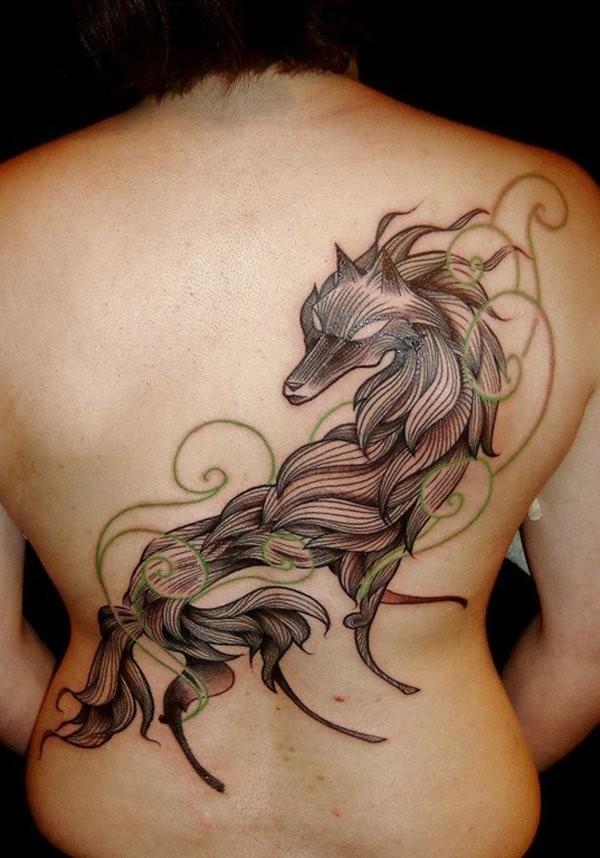 grande lupo nero stilizzato tatuaggio sulla schiena