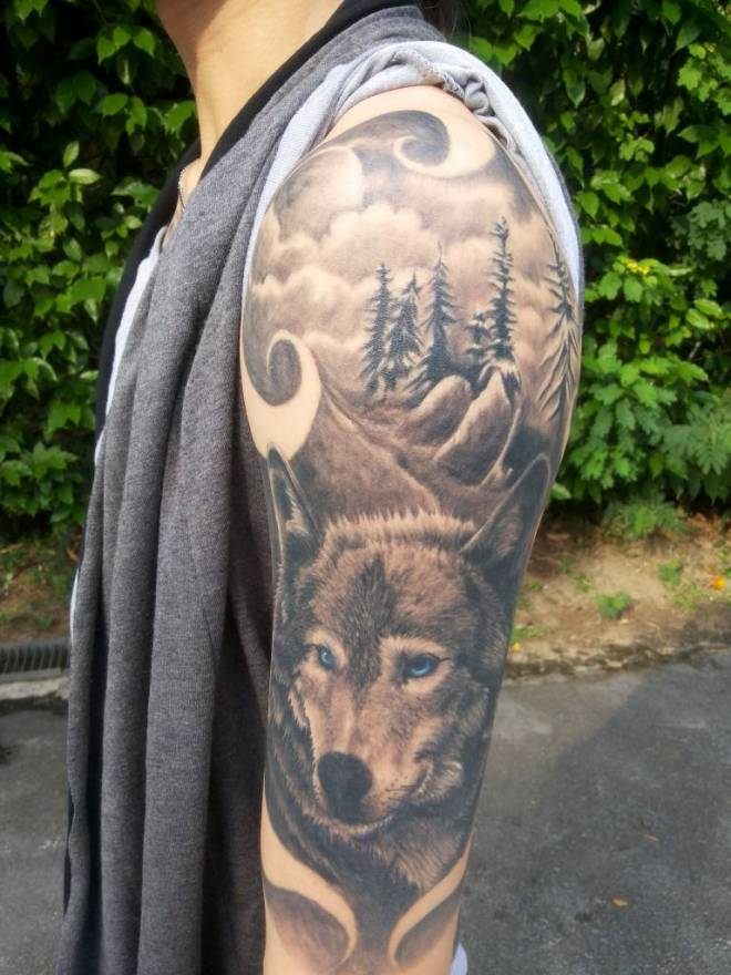 Howling Wolf Tattoo Designs For Men Shoulder