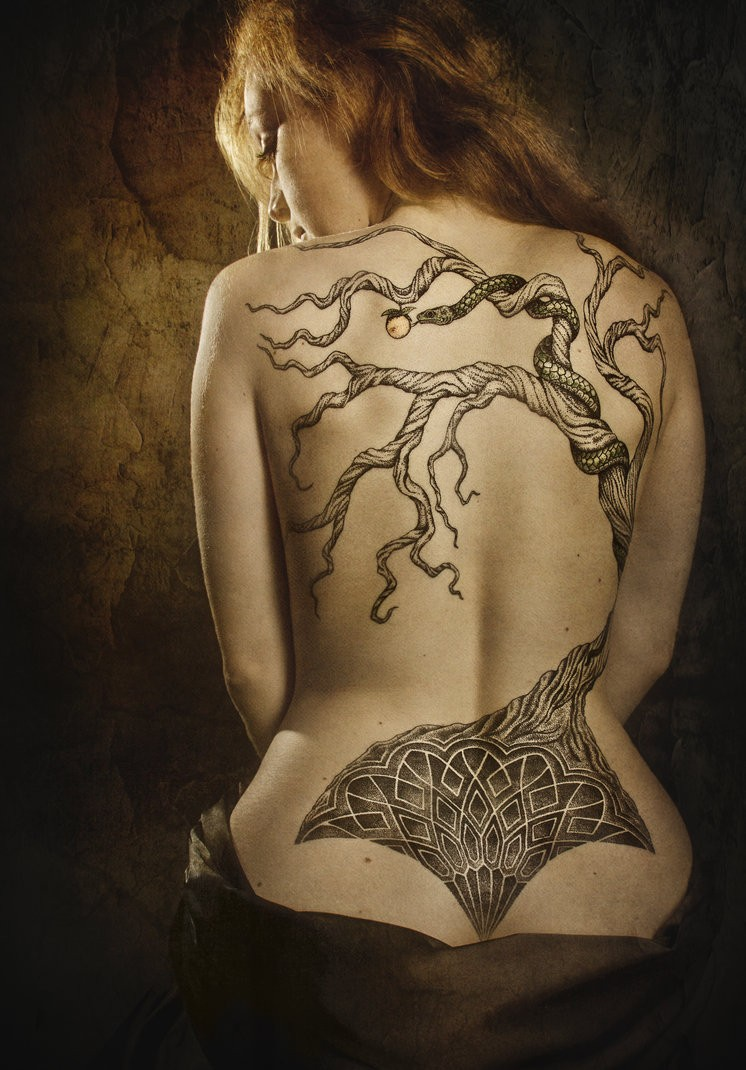 Tatuaggio su tutta la schiena l&quotalbero secco