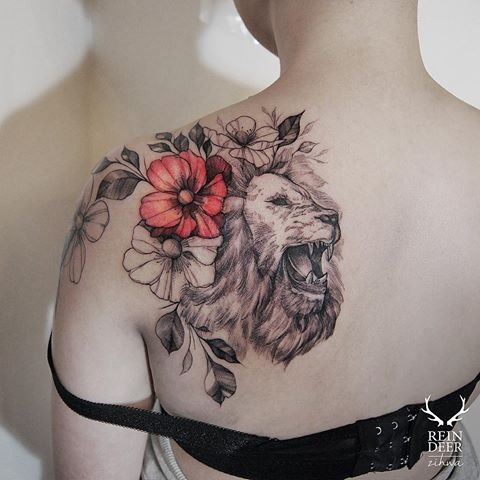 Half colored art style scapular tattoo of roaring lion with flowers by Zihwa