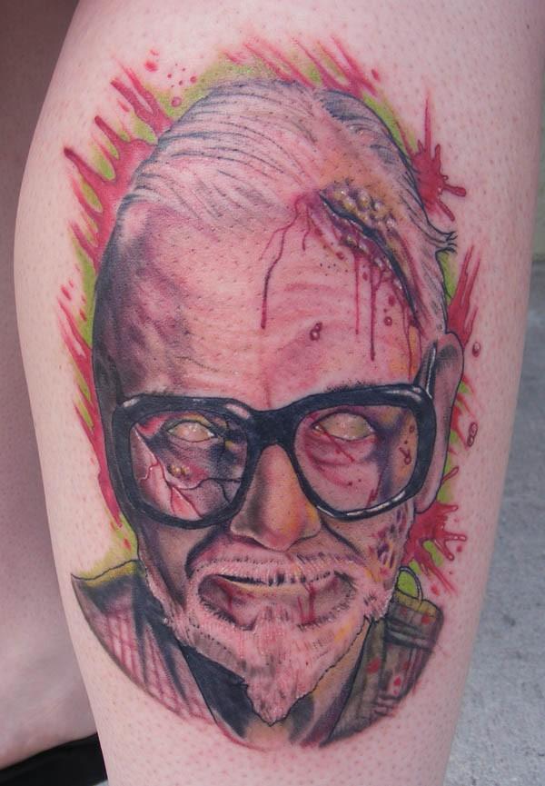 film orrore colorato raccapricciante nonno tatuaggio su braccio