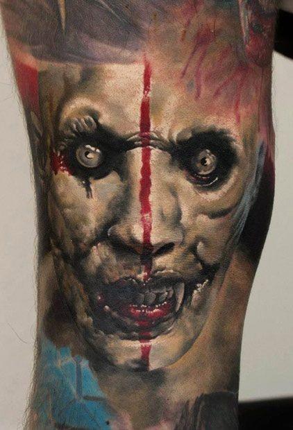 film orrore molto dettagliato colorato raccapricciante vampiro mostro  tatuaggio su braccio