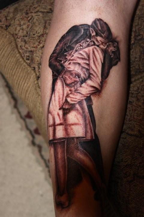 Illustrative style colored kissing couple tattoo on leg