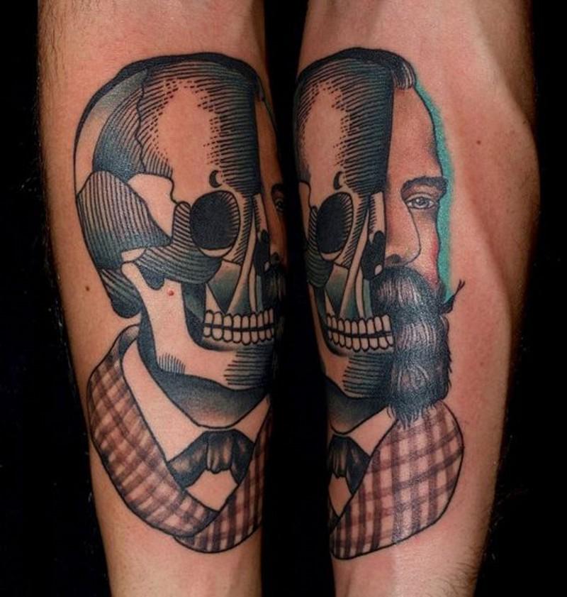 impressionante disegno ritratto meta scheletro meta uomo tatuaggio su gamba