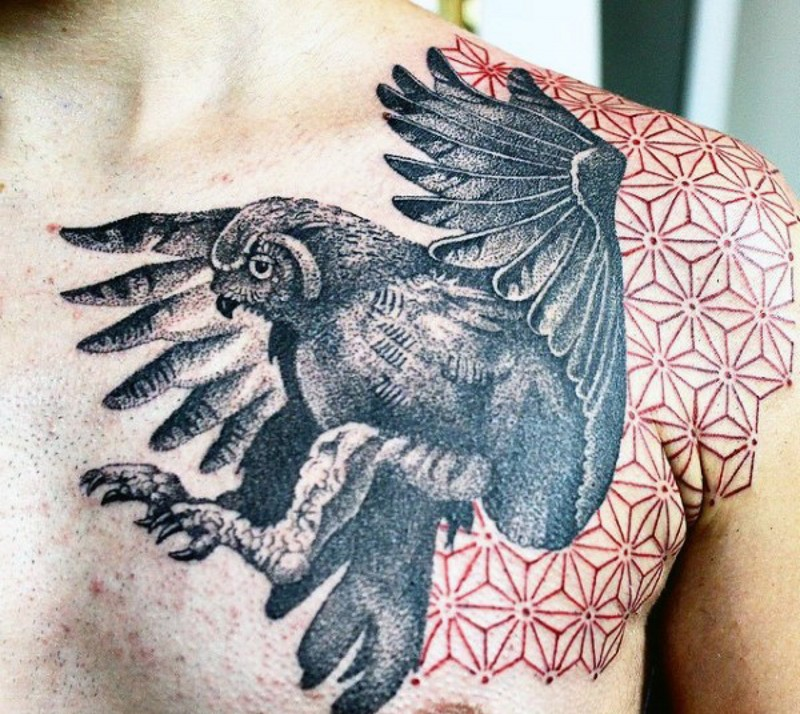 impressionante quadro nero e bianco grande aquila tatuaggio su spalla
