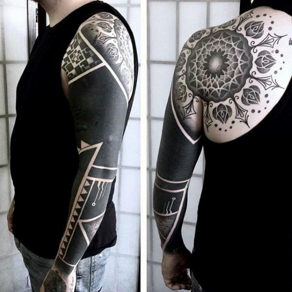 Tatuaje En El Hombro Mandala Elegante Con Ornamento Tribal Tinta
